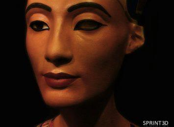 Покрашенная копия скульптуры Нефертити из ПММА