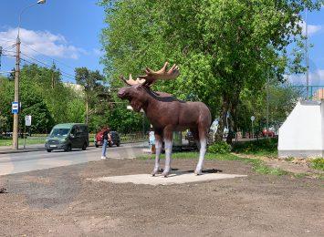 Лось в натуральную величину в Метрогородке (высота 2,8 метра, длина -3,3 метра) 2